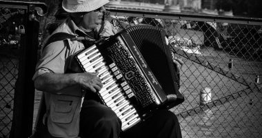 Paris_accordeon_CCOPublicDomain